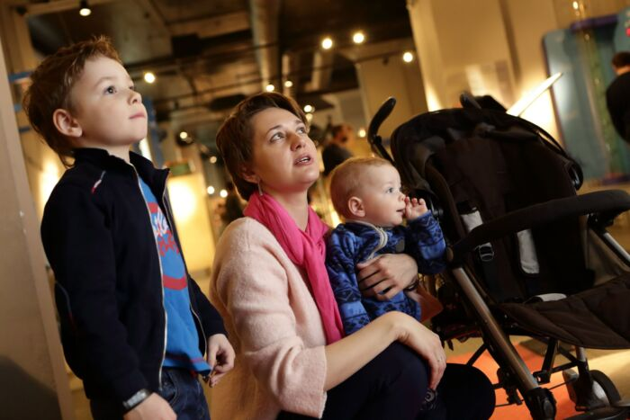 Famiglia al museo