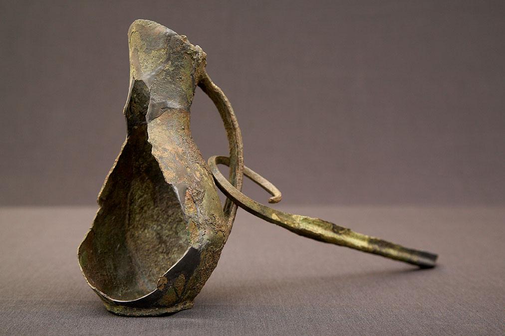 Brocca in metallo nuragica